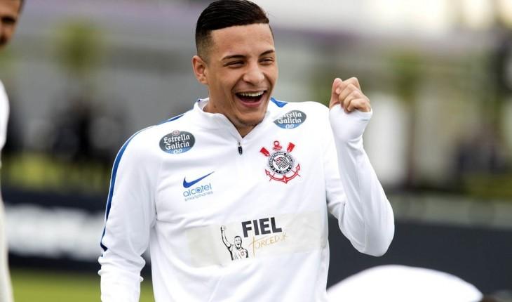 Guilherme Arana garante o seu retorno ao Corinthians: 'Mas Bateu o desespero'